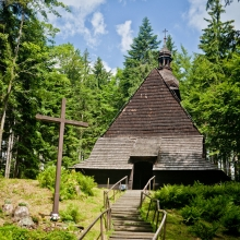 Drewniany kościółek pod wezwaniem Podwyższenia Krzyża w Istebnej - Kubalonce